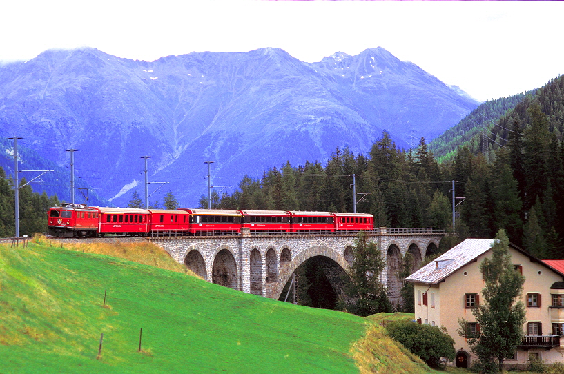 k-004 Engadin Star Brail Viadukt Chinus-chel-Brail 30.07.2000 hr