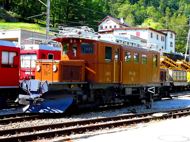 k-003 RhB Berninabahn Krokodil No. 182 am 22.08.2010 in Poschiavo foto herbert rubarth